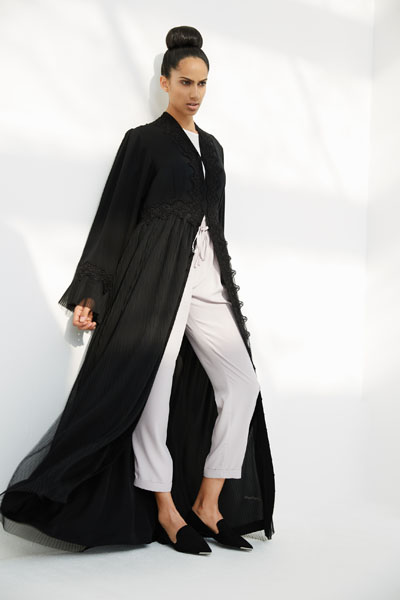 Arabesque dress style abaya with pleated tulle skirt. In combination with French guipure on front, belt and sleeves.